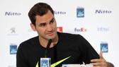 Roger Federer trong buổi họp báo trước giải