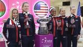 Coco Vandeweghe (thứ 2 từ trái sang) trong đội hình tuyển Mỹ vô địch Fed Cup 2017