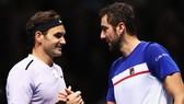 Roger Federer (trái) đã toàn thắng 3 trận ở London