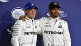 Valtteri Bottas (trái) sẵn sàng thách thức cả người đồng đội Lewis Hamilton