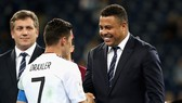 """Ronaldo """"người ngoài hành tinh"""" trong lễ trao giải Confed Cup 2017"""