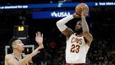 LeBron James và pha ghi điểm đi vào lịch sử