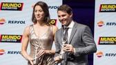 Rafael Nadal (phải) trong buổi lễ nhận giải Nhà thể thao của năm