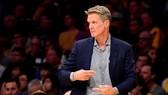 Steve Kerr mạo hiểm để các học trò tự chỉ đạo lẫn nhau