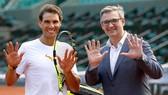 """Rafael Nadal (phải) sẽ đổi thanh bảo kiếm """"Thập toàn, thập mỹ"""" ở Acapulco"""