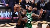 """James """"gánh team"""" tiếp tục làm khổ Boston"""