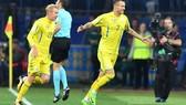 Yarmolenko ăn mừng sau pha lập công giúp tuyển Ucraina đánh bại Slovakia