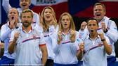 Niềm vui chiến thắng của tuyển CH Séc (ở giữa là Petra Kvitova)