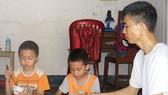 Báo SGGP trao tiền hỗ trợ 3 bố con bị bệnh tan máu bẩm sinh tại Nghệ An