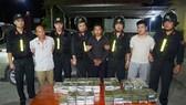 3 đối tượng bị bắt cùng 120 bánh heroin. Ảnh do Công an cung cấp
