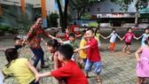 小學生參加暑期活動。