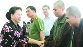 國會主席阮氏金銀和芹苴市1號選舉單位的國會代表團昨(4)日上午與豐田縣美慶鄉選民接觸。