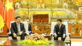 德意志聯邦共和國營養與農業部國務卿、聯邦議會議員漢斯‧約阿希姆‧富赫特爾於日前與河內市人委會舉行會議