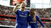 Ashley Cole (phải) và Frank Lampard trong màu áo Chelsea