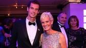 Andy Murray và mẹ trong một sự kiện