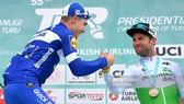Mark Cavendish (phải) giành hạng 3 ở chặng 3 của Tour of Turkey
