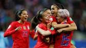 Niềm vui của tuyển nữ Mỹ sau khi hủy diệt tuyển nữ Thái Lan