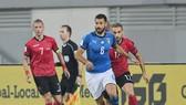 Antonio Candreva (giữa) ghi bàn thắng quyết định cho Italia. Ảnh: Getty Images.