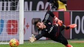 Gianluigi Donnarumma sẽ là người tiếp nối vai trò của Gigi Buffon ở Azzurri. Ảnh: Getty Images.