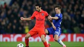 Javier Pastore (trái, PSG) trong trận gặp Chelsea ở Champions League. Ảnh Getty Images.