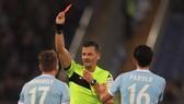 Sốc khi fan Lazio kiện trọng tài ra tòa vì… phạt thẻ đỏ Immobile