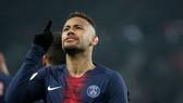 Neymar mang băng đội trưởng Selecao thay Thiago Silva?