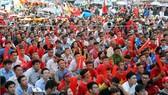 Người hâm mộ bóng đá TPHCM sẽ có dịp cồ vũ đội U23 Việt Nam trong trận chung kết tại phố đi bộ đường Nguyễn Huế. Ảnh: DŨNG PHƯƠNG