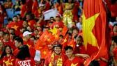 Đông đảo CĐV Việt Nam sẽ đồng hành đội nhà trên sân Bukit Jali tối 11-12. Ảnh: MINH HOÀNG