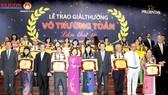Lễ trao giải thưởng Võ Trường Toản năm 2013: Nồng ấm ngày hội tri ân thầy cô