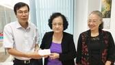 Gia đình bà Trần Thị Trung Chiến ủng hộ quỹ học bổng Nguyễn Văn Hưởng