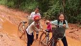 Ám ảnh con đường đến lớp của học sinh thôn Trảng Rộng