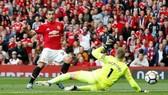 Mkhitaryan ghi bàn vào lưới Everton.