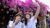 Kim Thanh selfie cùng các đồng đội VTV Bình Điền Long An.