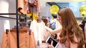 Người tiêu dùng tìm mua hàng tại các địa chỉ uy tín, sẽ là cách tốt nhất đẩy lùi hàng giả