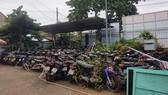 Bãi xe tang vật trong khuôn viên trụ sở UBND xã Đông Thạnh (huyện Hóc Môn)