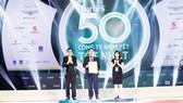 Ông Nguyễn Hữu Hiền,Trợ lýChủ tịch HĐQT kiêm Giám đốc đối ngoại  Công ty CP Tập đoàn Xây dựng Hòa Bình nhận giải thưởng
