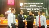 Phó Bí thư Thường trực Thành ủy TPHCM Tất Thành Cang gặp gỡ các đại biểu dự đại hội