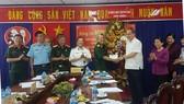 Bí thư Thành ủy Nguyễn Thiện Nhân tặng hoa Đảng đoàn Hội Cựu chiến binh TPHCM, nhân kỷ niệm 29 năm ngày thành lập Hội Cựu chiến binh Việt Nam (6-12-1989 _ 6-12-2018)