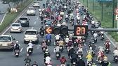 """""""Giảm xe máy, người dân chuyển sang ô tô thì tắc nghẽn càng nghiêm trọng hơn"""""""