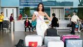 Á hậu Nguyễn Thị Loan lên đường tham gia Hoa hậu Hoàn vũ Thế giới 2017