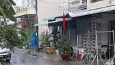 Cơn mưa khá lớn vào trưa nay (28-4) ở TP Cần Thơ. Ảnh: NGỌC DÂN