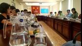 Một cuộc họp tại Sở Tư pháp TPHCM dùng bình nước và ly thủy tinh phục vụ đại biểu. Ảnh: MAI HOA