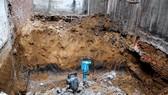 Sạt lở đất trong lúc đào móng nhà, 3 người thương vong