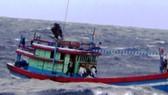 Tàu cá Bình Định bị phá nước, sắp chìm gần quần đảo Hoàng Sa
