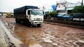 """QL1A đoạn qua Bình Định chằng chịt """"ổ gà"""", """"ổ voi""""... vào đầu mùa mưa"""
