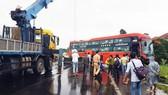 """Lại xảy ra tai nạn xe máy, xe khách do """"ổ gà"""" trên QL1A qua Phú Yên"""