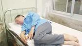 Bác sĩ đánh nhân viên điều dưỡng ngay tại nơi làm việc