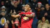 Man United - Stoke City 3-0: Valencia, Martial, Lukaku đồng loạt nổ súng