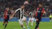 """Juventus - Genoa 1-0: """"Lão bà"""" phà gáy Napoli"""