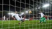 Swansea City - Liverpool 1-0: Liverpool thất thủ